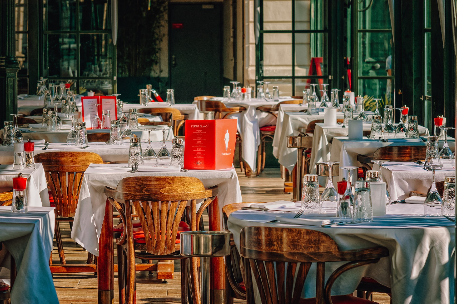Ideas For Decorating Restaurant Tables To Impress Customers